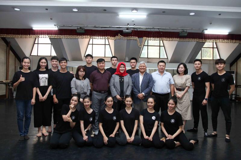 Ban Lãnh đạo Nhà hát Ca Múa Nhạc Việt Nam tiếp Đại sứ Indonesia tại Việt Nam